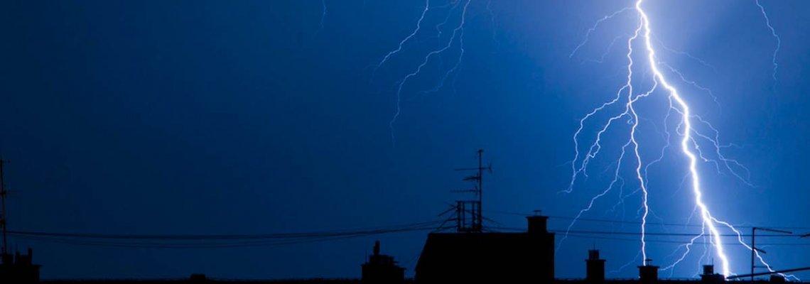 Как да се предпазим от токови удари и повредено оборудване по време на буря?